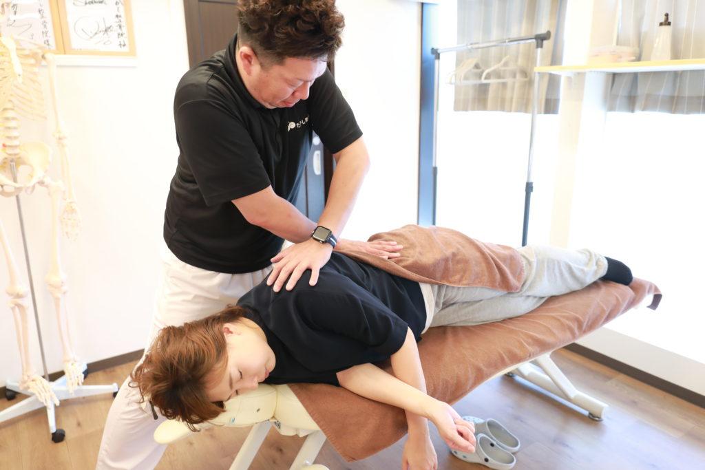 八尾市骨盤矯正は、たかし整骨院へお任せください。お得な通い放題期間中は、施術料金もお安くなります。